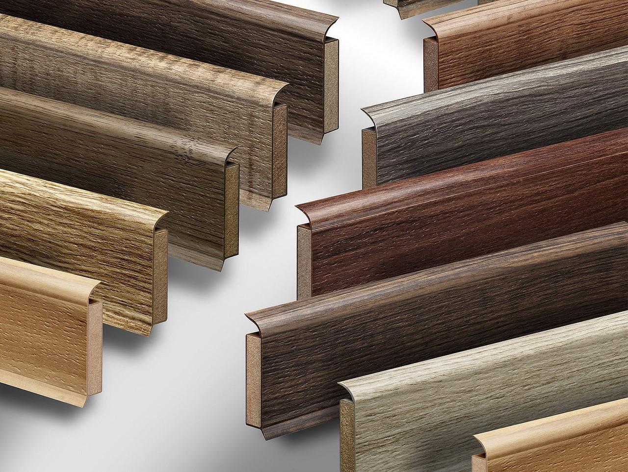 Drewniane listwy podłogowe, jako element dekoracyjny